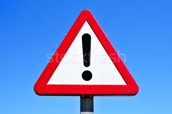 Verkeersbord uitroepteken blauwe hemel teken Blauw reizen Stockfoto © nito