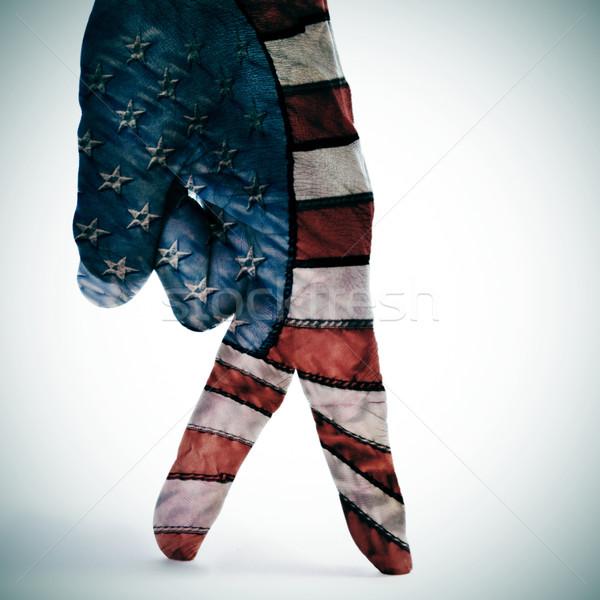 Amerykańską flagę spaceru człowiek strony palce malowany Zdjęcia stock © nito