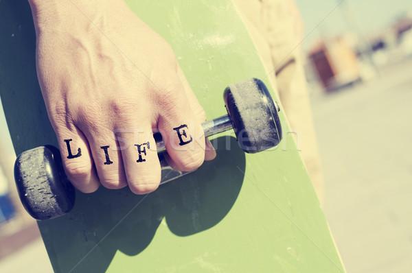 Fiatalember szó élet tetovált kéz közelkép Stock fotó © nito