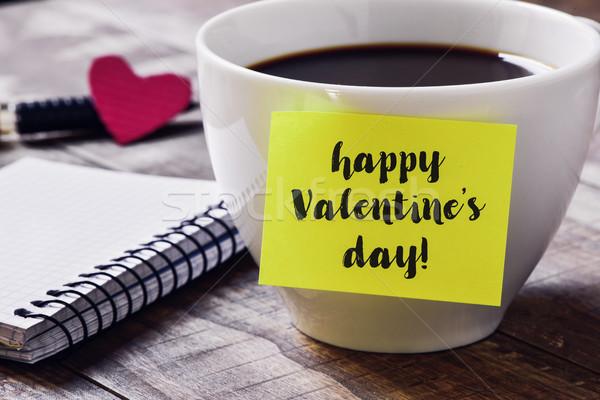 Foto stock: Café · texto · feliz · día · de · san · valentín · primer · plano · amarillo
