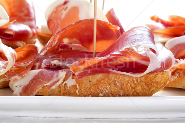 Spaans serrano ham geserveerd brood Stockfoto © nito