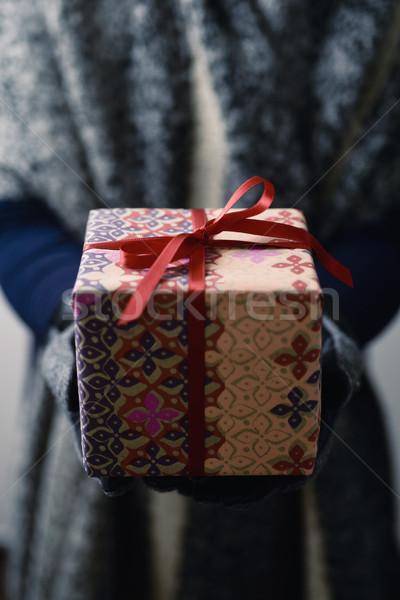 Fiatal nő ajándék közelkép fiatal kaukázusi nő Stock fotó © nito