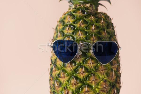 Ananás óculos de sol par pálido Foto stock © nito