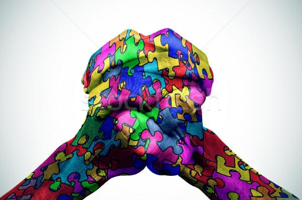 Man handen puzzelstukjes verschillend kleuren samen Stockfoto © nito