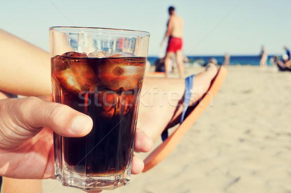 молодым человеком подвесной из пляж Cola пить Сток-фото © nito