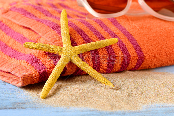 Estrellas de mar gafas de sol toalla de playa primer plano amarillo Foto stock © nito