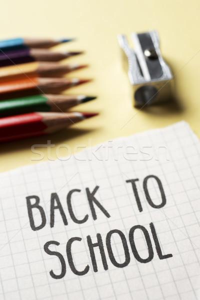 Farbują kredki temperówka tekst powrót do szkoły Zdjęcia stock © nito