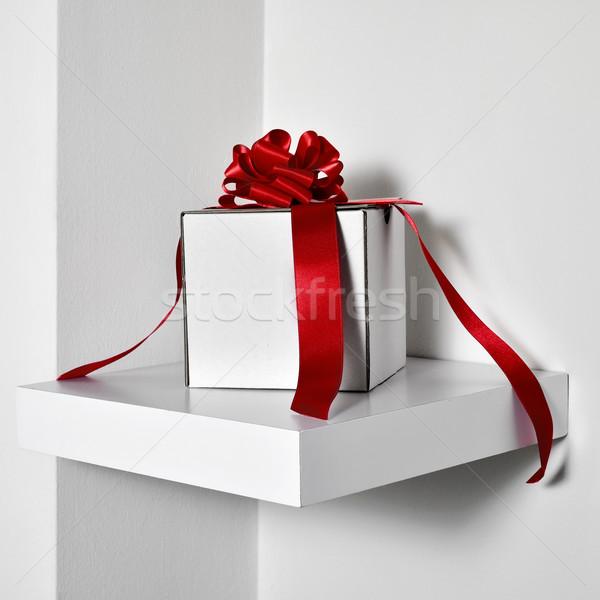 Biały szkatułce czerwony satyna wstążka Zdjęcia stock © nito