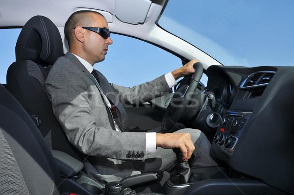 Giovane suit guida auto indossare occhiali da sole Foto d'archivio © nito