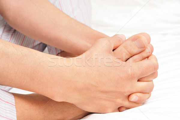 Jonge man pyjama voeten handen jonge Stockfoto © nito