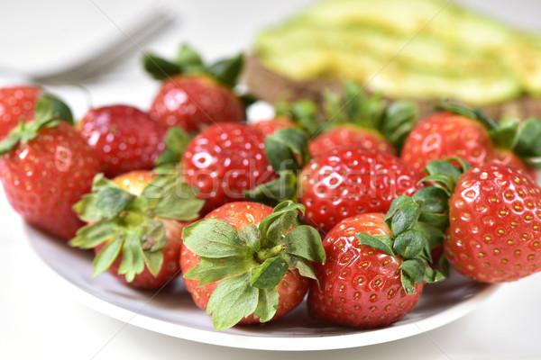 食欲をそそる イチゴ クローズアップ 白 セラミック プレート ストックフォト © nito