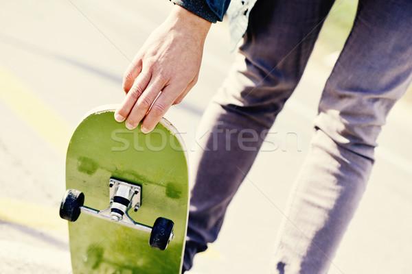 Jonge man skateboarding jonge kaukasisch man Stockfoto © nito