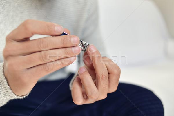 Junger Mann Schneiden Fingernägel jungen Stock foto © nito