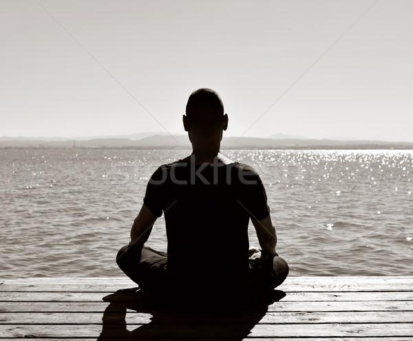 Foto stock: Moço · meditando · ao · ar · livre · atrás · lótus · posição