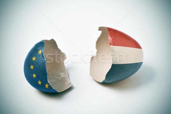 Agrietado cáscara de huevo europeo holandés bandera dos Foto stock © nito