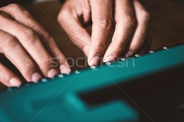 Adam yazarak Retro mavi daktilo Stok fotoğraf © nito