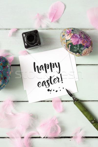 Házi készítésű húsvéti tojások szöveg kellemes húsvétot magasról fotózva kilátás Stock fotó © nito