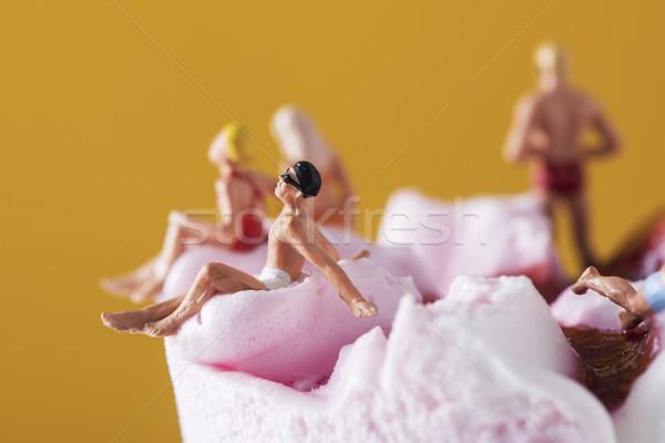 Miniatura persone costume da bagno gelato primo piano indossare Foto d'archivio © nito