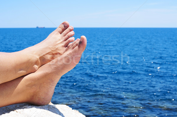 Relaks ocean bose stopy człowiek lata morza Zdjęcia stock © nito