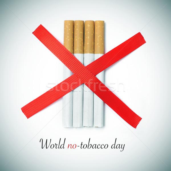 Dünya gün metin sigara iki kırmızı Stok fotoğraf © nito