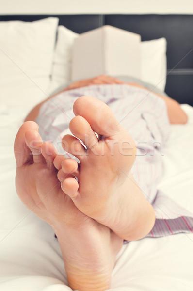 молодым человеком спящий чтение книга кровать молодые Сток-фото © nito