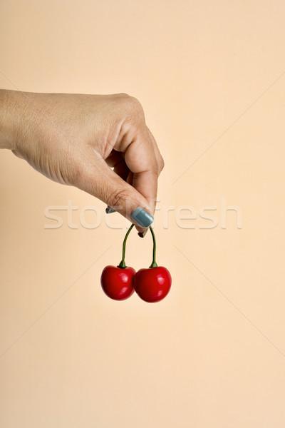 若い女性 偽 チェリー クローズアップ 手 ストックフォト © nito