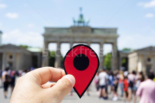 Férfi piros jelző Brandenburgi kapu közelkép kéz Stock fotó © nito