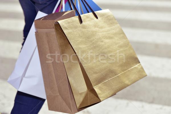 Fiatalember hordoz bevásárlótáskák közelkép fiatal kaukázusi Stock fotó © nito