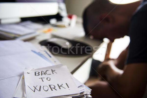 Man kantoor tekst Maakt een reservekopie werk nota Stockfoto © nito