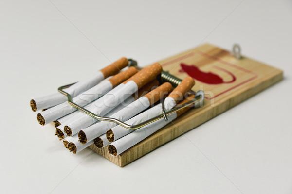 Cigaretta csapdába esett világ egészség dohányzás szabad Stock fotó © nito