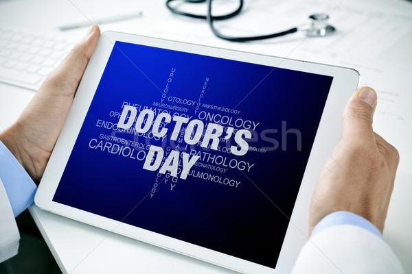 Orvos tabletta szöveg orvosok nap közelkép Stock fotó © nito