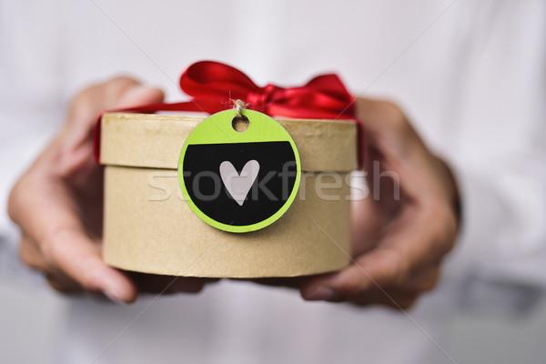 Férfi ajándék szív közelkép fiatal kaukázusi Stock fotó © nito