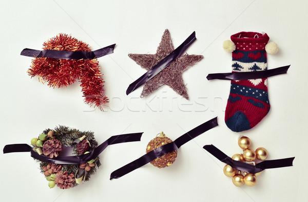 Natale ornamenti allegata muro nastro diverso Foto d'archivio © nito