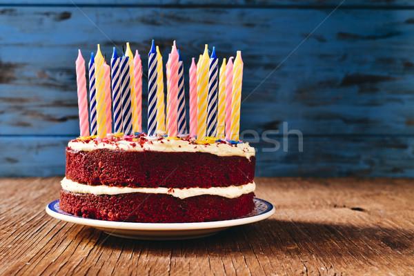 Bolo de aniversário velas vermelho veludo bolo rústico Foto stock © nito