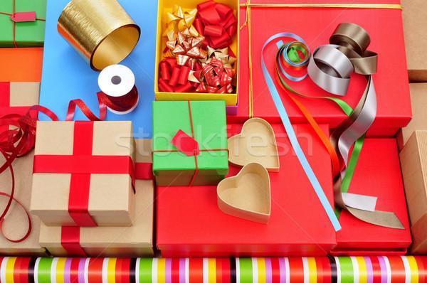 Dobozok csomagolópapír szalagok köteg különböző szalag Stock fotó © nito