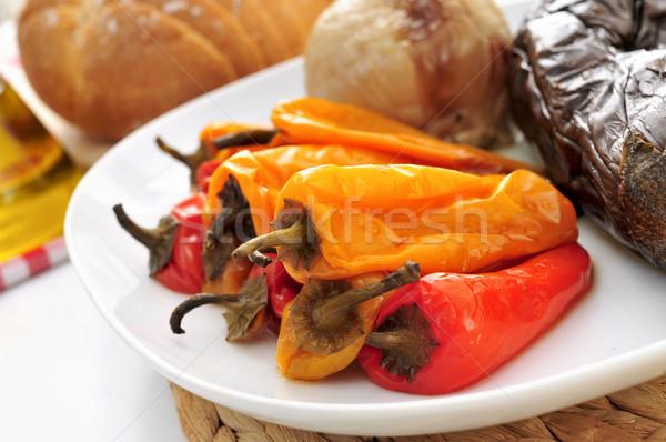 Grillezett hagyma padlizsán paprikák közelkép tányér Stock fotó © nito