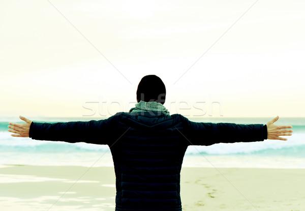 человека пальто оружия воздуха океана Сток-фото © nito