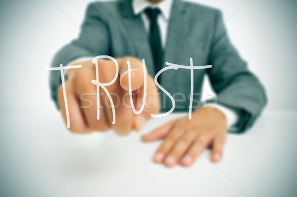 Confiance affaires séance bureau pointant mot Photo stock © nito