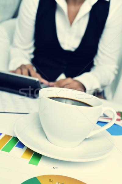 Imprenditrice elettronica mutui ufficio primo piano Cup Foto d'archivio © nito