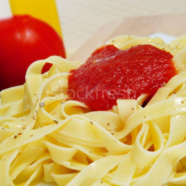 Tagliatelle közelkép tányér paradicsomszósz oregano konyha Stock fotó © nito