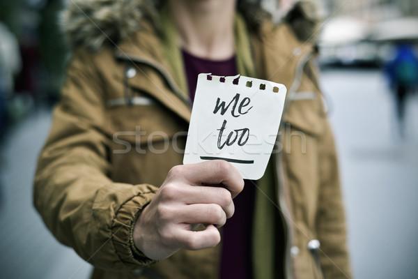 Nő mutat jegyzet szöveg engem közelkép Stock fotó © nito