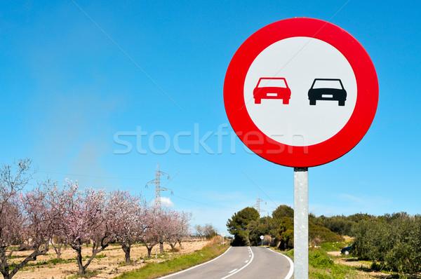 Stok fotoğraf: Imzalamak · ikincil · yol · badem · ağaçlar