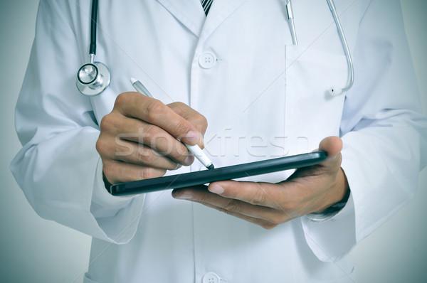 Doktor tablet pikap iğnesi kalem adam tıbbi Stok fotoğraf © nito