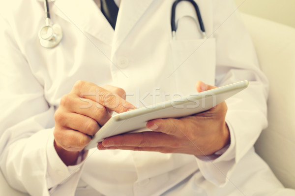Orvos tabletta stylus toll táblagép férfi Stock fotó © nito