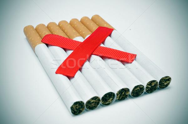 Dohányozni tilos köteg cigaretta kettő piros világ Stock fotó © nito