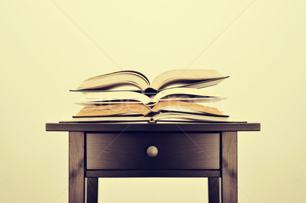 Olvas szokás tanul köteg könyvek asztal Stock fotó © nito