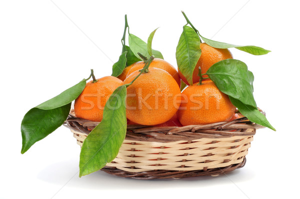 Mandarin oranges panier blanche feuille fruits Photo stock © nito