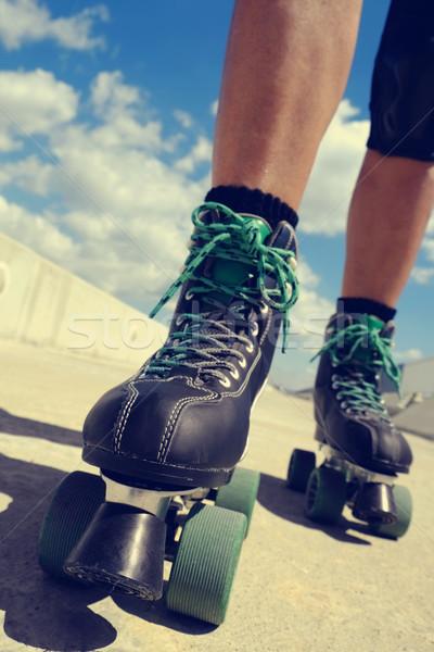 Młody człowiek skating stóp młodych Zdjęcia stock © nito