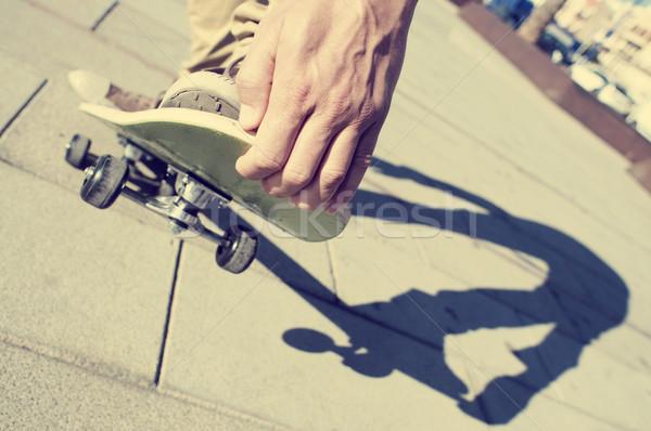 Młody człowiek skateboarding filtrować efekt Zdjęcia stock © nito