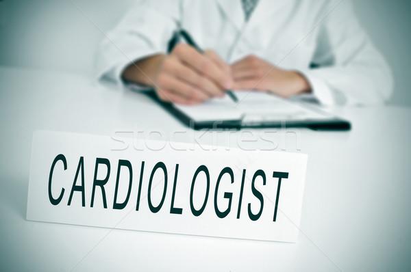Kardiolog lekarza posiedzenia biurko konsultacji pokój Zdjęcia stock © nito